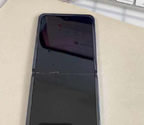 三星Z Flip折疊手機的質量怎么辦 沒想到有人在淘寶買的貨一次就被玩壞了
