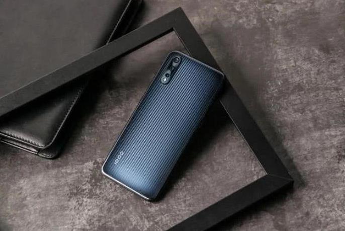 iQOONeo855对比iPhone11 哪款才是真香机